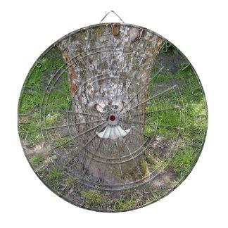 おもしろいの木の顔 ダーツボード