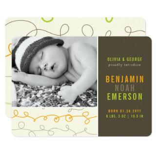 おもしろいの走り書きの男の赤ちゃんの写真の誕生の発表 カード