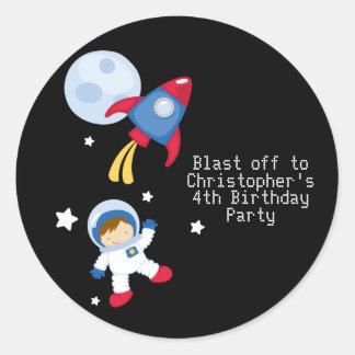 おもしろいのouterspaceの宇宙飛行士の誕生会のステッカー ラウンドシール