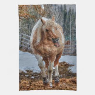 おもしろいのPalominoのペンキ牧場馬の動物愛好家の写真 台所タオル