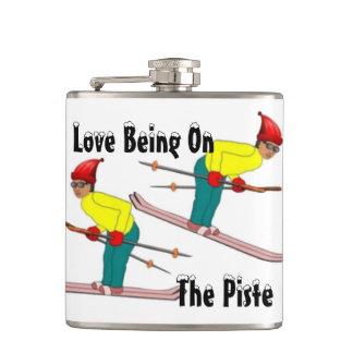 おもしろいのPisteのスキットルであるレトロのスキーヤー愛 フラスク
