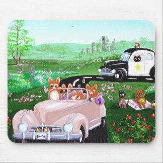 おもしろい犬猫の芸術のコーギーの警察官のパトカーCreationart マウスパッド