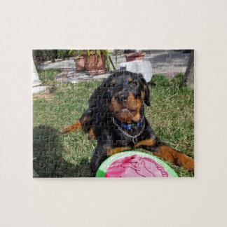 おもちゃのパズルを持つロットワイラーの子犬 ジグソーパズル
