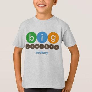 お兄さんは名前入りなTシャツに点を打ちます Tシャツ