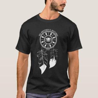 お兄さんはDreamcatcher Tを見ています Tシャツ