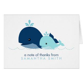 お母さんおよびベビーのクジラのベビーシャワー{青い} カード