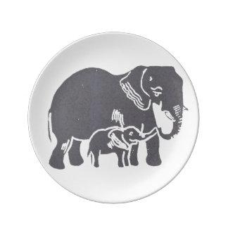 お母さんおよびベビー象の装飾的な磁器皿 磁器プレート