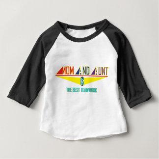 お母さんおよび叔母さんIs Best TeamWork ベビーTシャツ