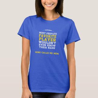 お母さんのお気に入りのなフットボール選手の暗いワイシャツYの前部 Tシャツ