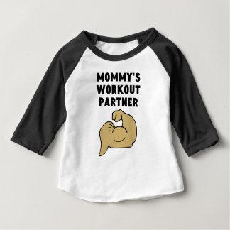 お母さんのトレーニングパートナー ベビーTシャツ
