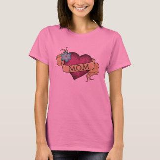 お母さんのハートの入れ墨のTシャツ Tシャツ