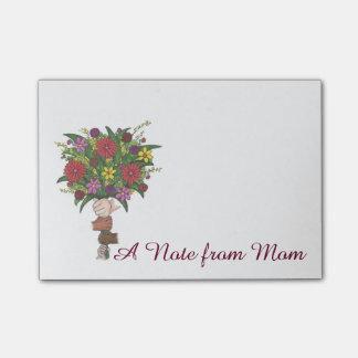 お母さんの母の日のギフトの花のポスト・イットからのノート ポストイット