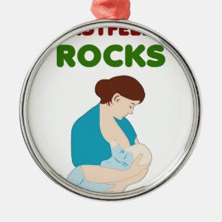 お母さんの石を胸食べ物を与えること メタルオーナメント