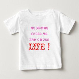 お母さんは私を愛します ベビーTシャツ