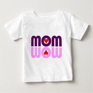 お母さんWOWのハートの反射 ベビーTシャツ