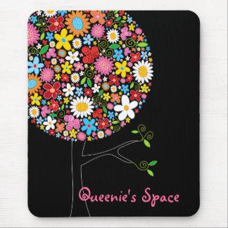 お洒落でカラフルな春の花のポップ・アートのな木の自然 マウスパッド