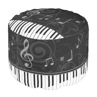 お洒落なピアノおよび音符 プーフ