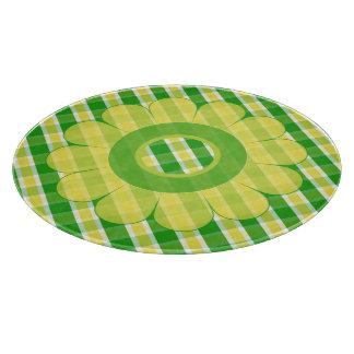 お洒落な黄色緑の格子縞の花のまな板 カッティングボード