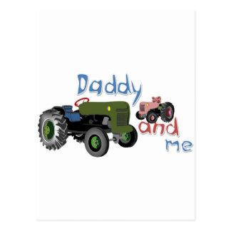 お父さんおよび私女の子のトラクター ポストカード