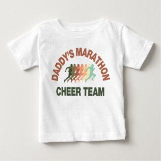 お父さんのマラソンの応援のチーム ベビーTシャツ