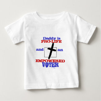 お父さんは妊娠中絶反対の権限を与えられた投票者のクリスチャンのTシャツです ベビーTシャツ