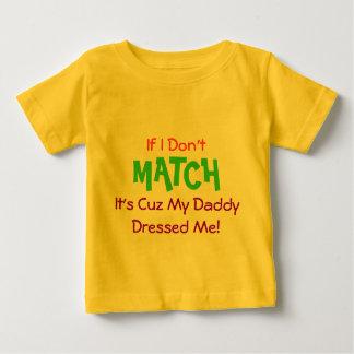 お父さんは私に服を着せました! ベビーTシャツ