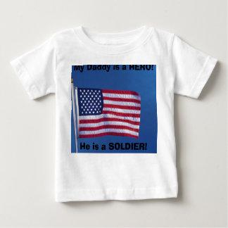 お父さんは英雄です! ベビーTシャツ