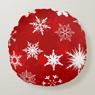 お祝いのクリスマスの雪片 ラウンドクッション