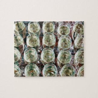 お祝いのテーブルのシャンペンのガラス ジグソーパズル