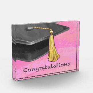 お祝いの大学院の黒いおよびピンク 表彰盾