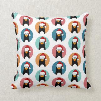 お祝いの漫画のペンギンの水玉模様パターン クッション