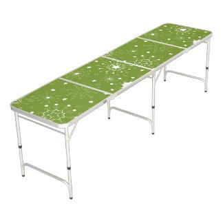 お祝いの緑の休日の雪片 ビアポンテーブル