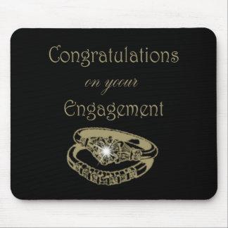 お祝いの金ゴールドの婚約指輪 マウスパッド