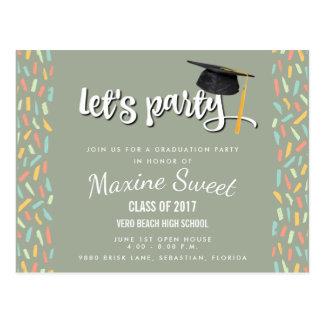 お祝いのFunfettiの2017年の卒業パーティーの招待 ポストカード