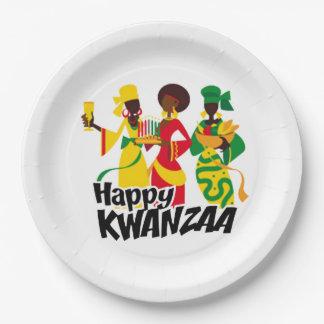 お祝いのKwanzaaのパーティーに紙皿を持って来ます ペーパープレート