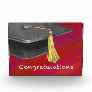 お祝いは黒および赤を卒業させます 表彰盾