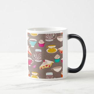 お茶会のデザートのプリントのカップケーキパイ落書き モーフィングマグカップ