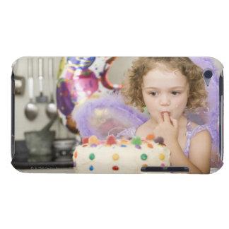 お誕生日ケーキを持つ女の子 Case-Mate iPod TOUCH ケース