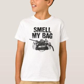 かいで下さい私のバッグ(ホッケーの悪臭)を Tシャツ