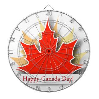 かえでの葉が付いている幸せなカナダ日カード ダーツボード