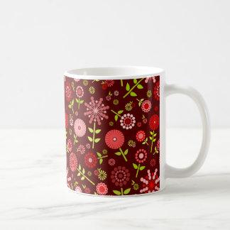 かわいいえんじ色の春の花 コーヒーマグカップ