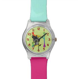 かわいいおたくのアライグマのモノグラムN 腕時計