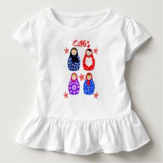 かわいいおもしろいの風変わりなMatryoshkaのロシアのな人形のグラフィック トドラーTシャツ