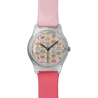 かわいいおよびカラフルのバッグのイラストレーションパターン 腕時計