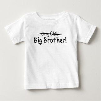 かわいいお兄さん(交差する一人っ子)およびFunn ベビーTシャツ