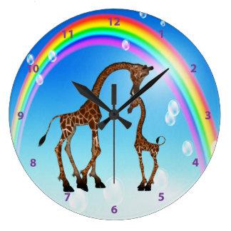 かわいいお母さん及びベビーのキリン及び虹 ラージ壁時計