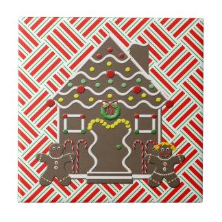 かわいいお菓子の家のジンジャーブレッドのカップルのミント タイル