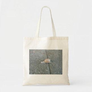 かわいいかたつむりのバッグ トートバッグ