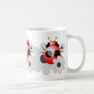 かわいいてんとう虫および白黒デイジー コーヒーマグカップ