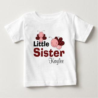 かわいいてんとう虫の名前入りな妹 ベビーTシャツ